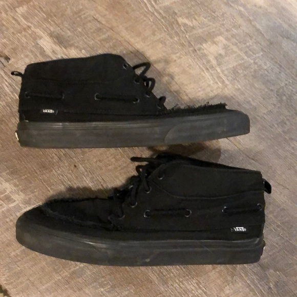 Vans Chukka Mid top shoe